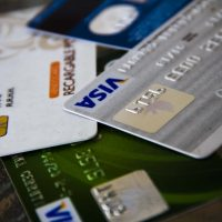 19 de Marzo de 2013/SANTIAGO A partir del próximo mes de abril, comenzará la implementación de chips en las tarjetas bancarias. Se trata de una medida de seguridad para evitar la clonación de dichos plásticos. Las nuevas tarjetas incluirá un chip, además de la típica banda magnetica, la cual no tendrá ningún coste adicional para los clientes. FOTO: HANS SCOTT/AGENCIAUNO