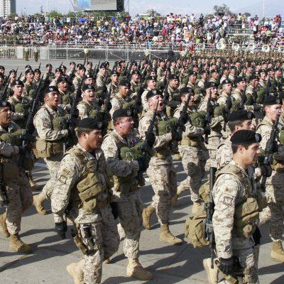 9 de Septiembre del 2016/SANTIAGO Tropas de las diferentes ramas de las Fuerzas Armadas desfilan por la enlaElipsedelParqueO'Higgins durante la GranParadaMilitar 2016enHomenajealasGloriasdelEjercitodeChile. FOTO:RODRIGO SAENZ/AGENCIAUNO