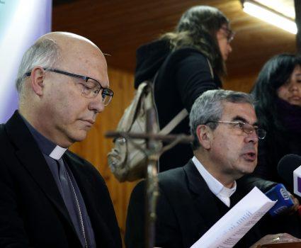 03 DE AGOSTO DE 2018/PUNTA DE TRALCA Fernando Ramos (i) y Santiago Silva (d), durante el ultimo dia de la asamblea extraordinaria de la Conferencia Episcopal en Punta de Tralca. FOTO: LEONARDO RUBILAR CHANDIA/AGENCIAUNO