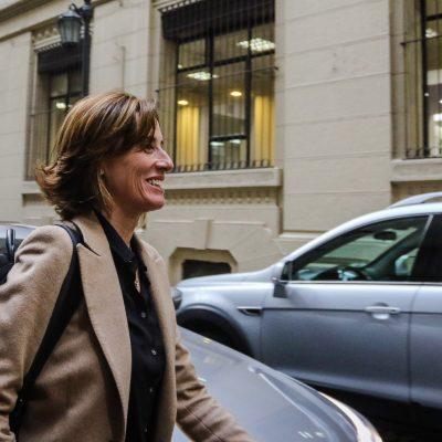 10 de AGOSTO de 2018 / SANTIAGO La nueva ministra de Educación, Marcela Cubillos, llega hasta el edificio de la cartera, en su primer día a cargo del mineduc, tras el cambio de gabinete. FOTO: HANS SCOTT / AGENCIAUNO