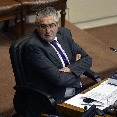 18 de Julio de 2018 / VALPARAISO El senador Jorge Pizarro Dc sentado en su escaño, durante la sesión del Senado en el congreso nacional de Valparaiso. FOTO :PABLO OVALLE ISASMENDI/ AGENCIAUNO