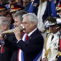 19 de septiembre de 2018/SANTIAGO El presidente de la Republica, Sebastián Piñera, realiza el tradicional brindis de chicha en cacho, en parada militar 2018, en honor a las glorias del ejército. FOTO: RODRIGO SAENZ/AGENCIAUNO