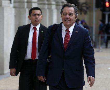 25 de Octubre del 2018/SANTIAGO El Presidente de la Repœblica, encabezo un consejo de gabinete de ministros,en el Palacio de la Moneda.(en la imagen Roberto Ampuero) FOTO: CRISTOBAL ESCOBAR/AGENCIAUNO