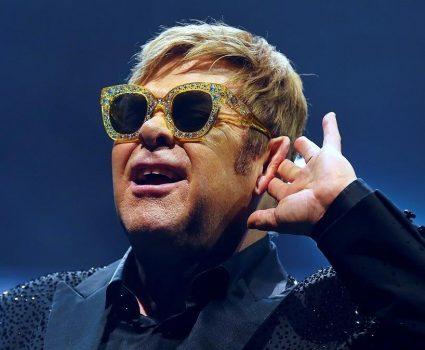 GRAF3345 BARCELONA 03 12 2017 - El cantante compositor y pianista britanico Elton John durante el concierto que ofrece hoy en el Palau Sant Jordi de Barcelona dentro de su gira mundial Wonderful crazy night tour EFE Alejandro Garcia