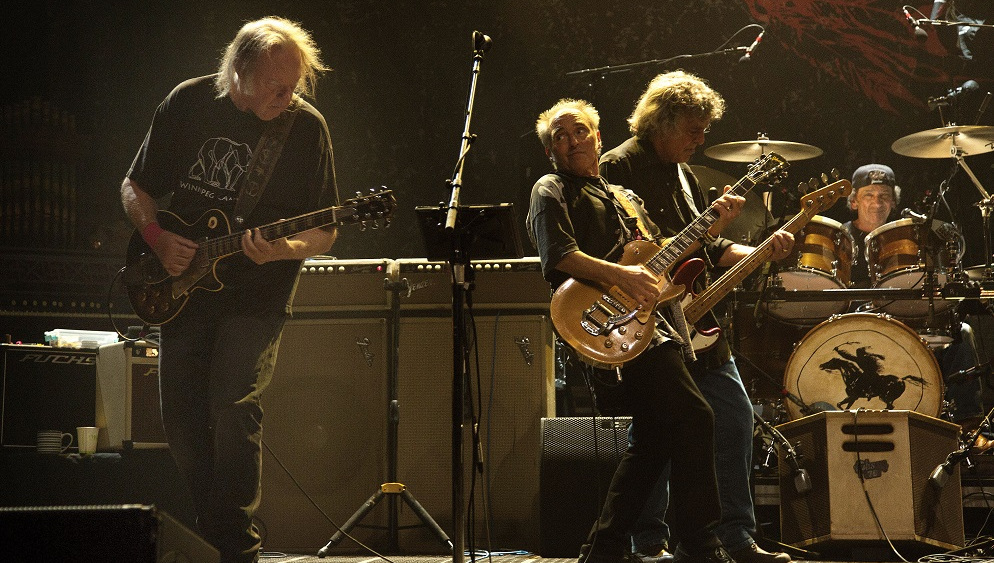 Neil Young and Crazy Horse preparan disco después de siete años - Duna 89.7   Duna 89.7