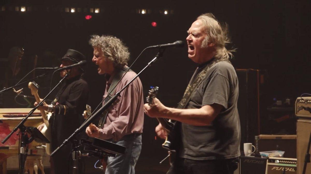 Neil Young anunció nuevo disco junto a los Crazy Horse