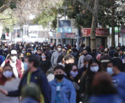 gente caminando por la calle
