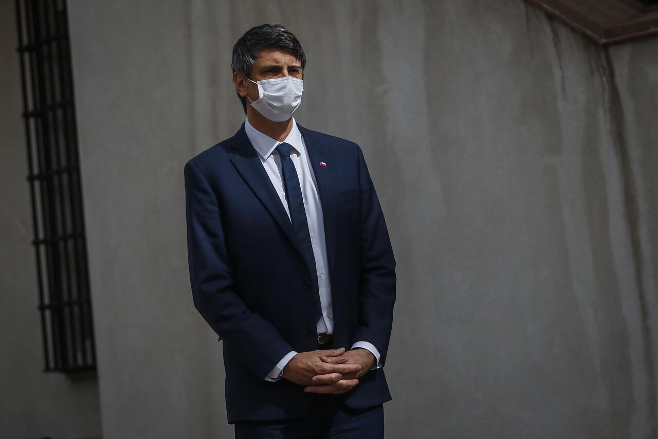 Ministro Andrés Couve por vacunas