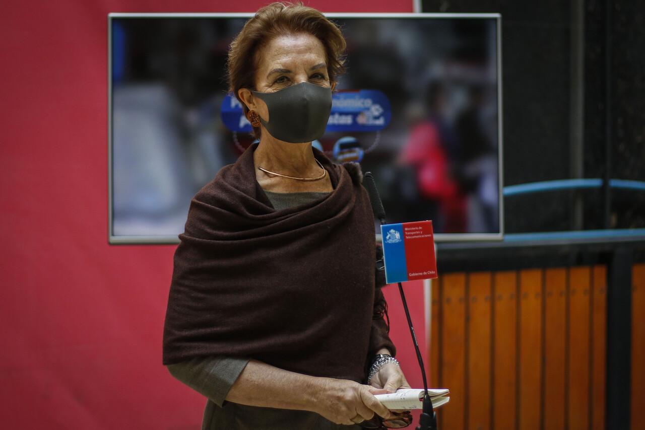 Ministra de transportes, Gloria Hutt