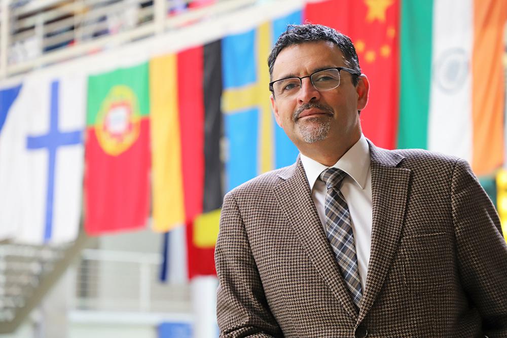 Dr. Flavio Salazar
